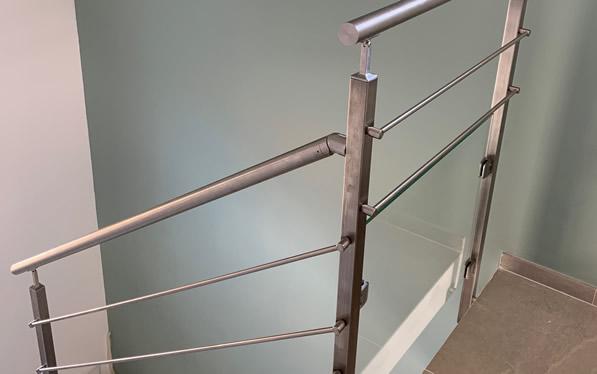 garde-corps câble sur un escalier