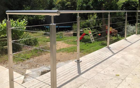 garde-corps câble sur une terrasse