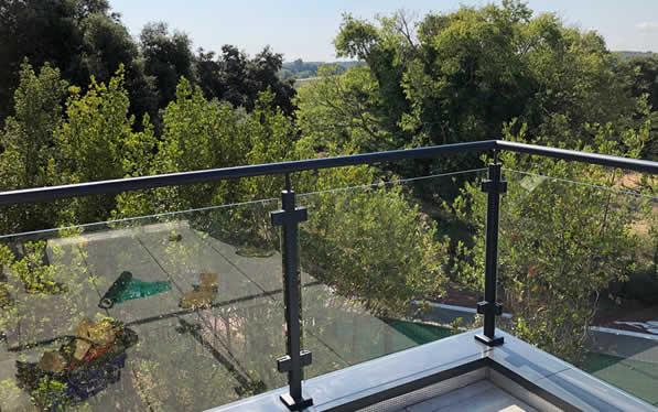 garde-corps sur une terrasse
