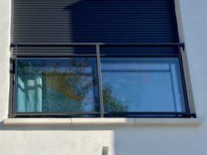 Allège de fenêtre en verre et aluminium