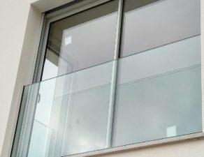 Garde corps d'une fenêtre en verre