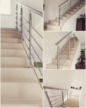 garde-corps en inox brossé d'un escalier à paillasse  en béton ciré tendance à Royan pour un constructeur par Fabrice Laval