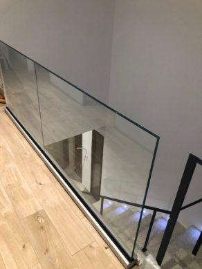 Verre sur rail à l'étage dans une maison individuelle aux Matelles près de Montpellier