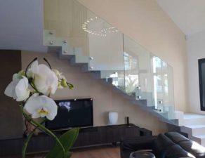 escalier avec garde corps en verre à Vannes
