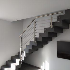 Balustrade en inox pour protéger la descente d'un escalier design près de Biganos.
